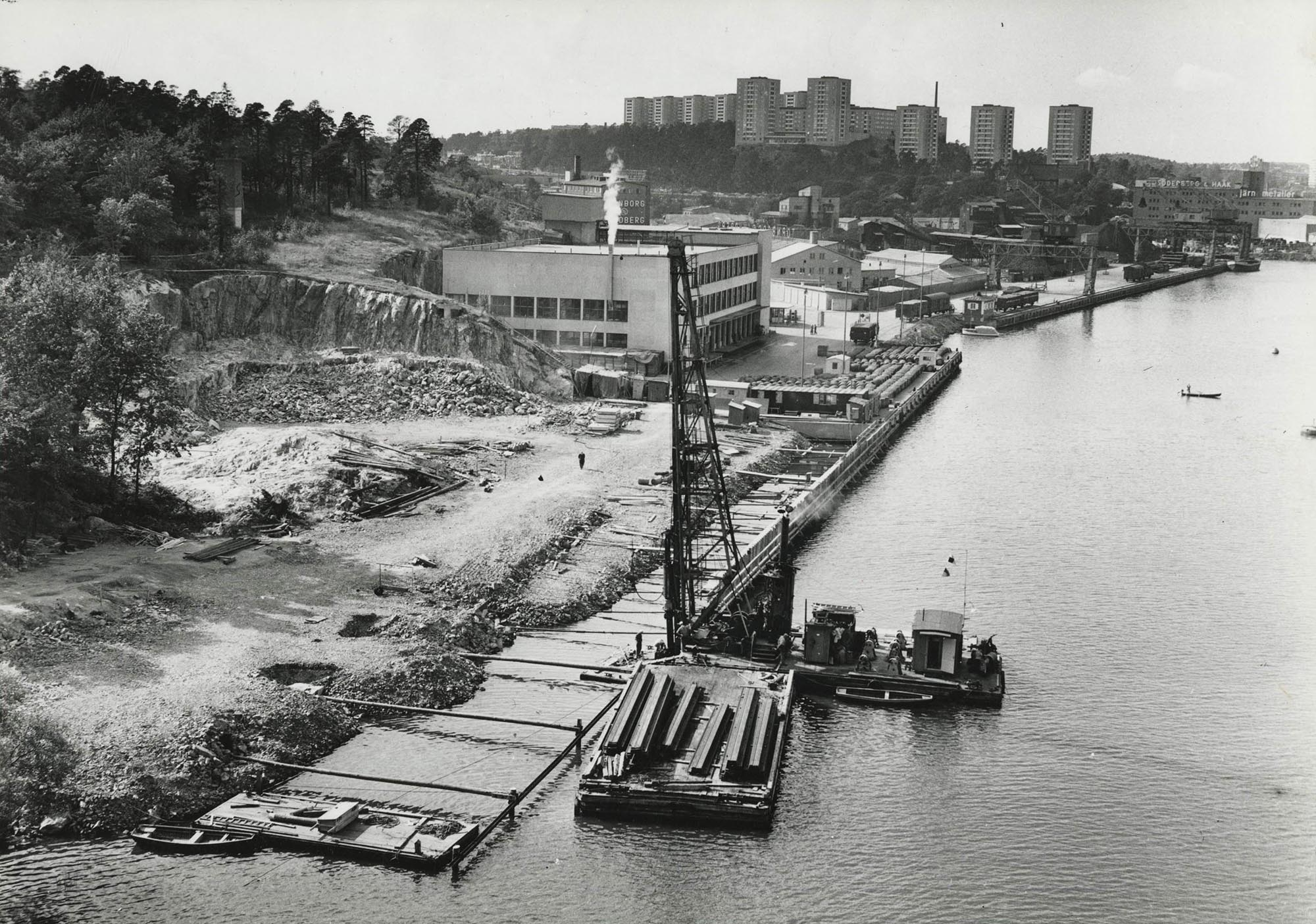 Vid Liljeholmens kaj - Fixed media (stereo), EAM - Mari Kretz. Foto på Årstadalshamn 1975-59.