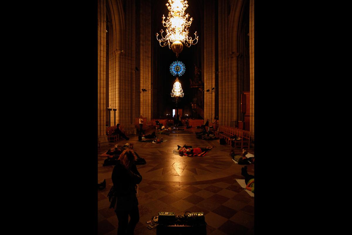 Gracing Space - Live feed at Friktioner Performance Festival at Uppsala Domkyrka. - Mari Kretz