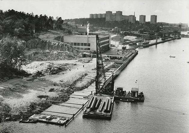 Vid Liljeholmens kaj - Fixed media (stereo), EAM. Image of Årstadalshamn 1975-59. - Mari Kretz