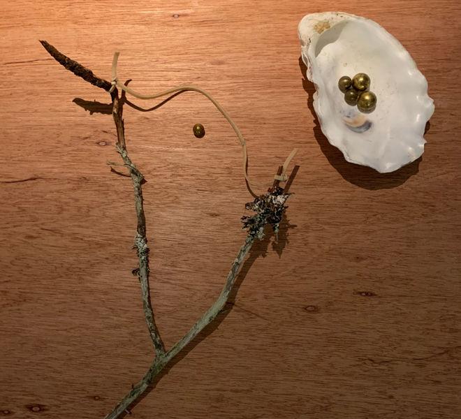 Slangbellan och mässingskulor - Mari Kretz